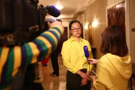 天津卫视现场采访